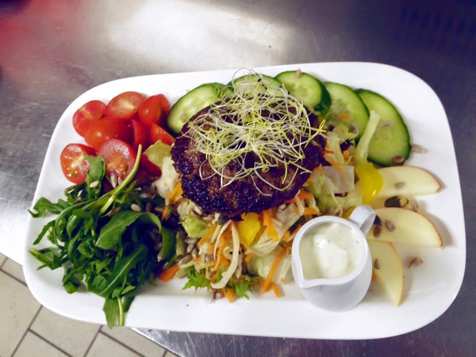 Heute unser Salat mit Beef-Patty. Regional, Saisonal und Frisch...